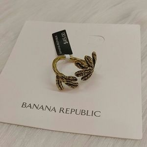 BANANA REPUBLIC HAMMERED LEAF WRAP RING 8